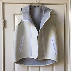 Elie Tahari Vest with hood and front zipper